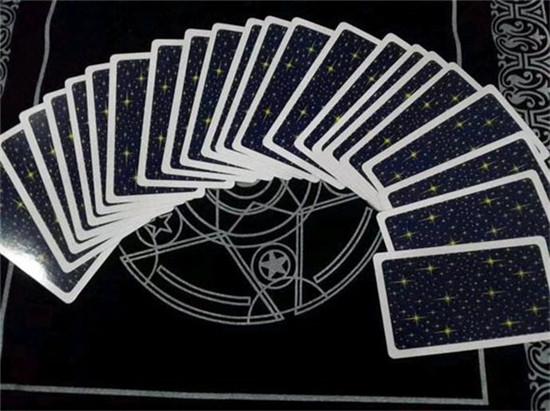 塔罗牌怎么解牌:在细节中得到更深的信息(教皇/恋人/战车/力量/隐士)